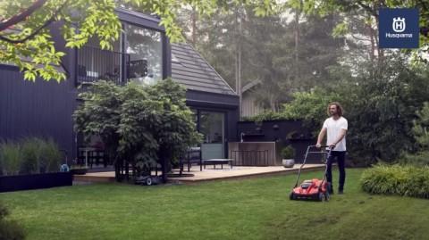 S138i Battery Scarifier - Let Your Lawn Breathe